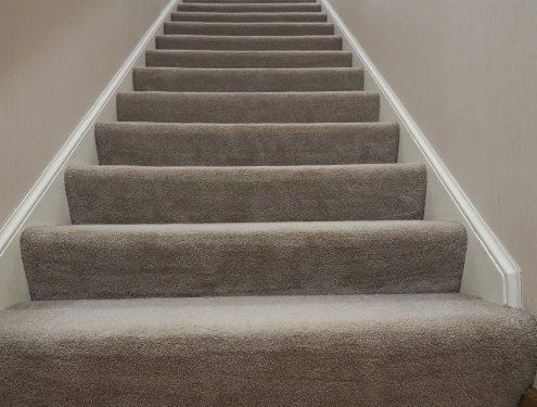 lépcsőburkolás padlószőnyeggel